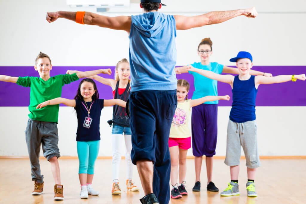 teacher giving youth physical fitness class